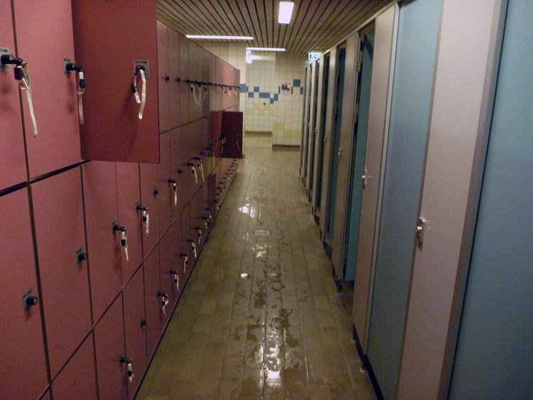 Center parcs aqua mundo forum nieuws info foto 39 s center parcs spetterend verfrissend - Grote kleedkamer ...