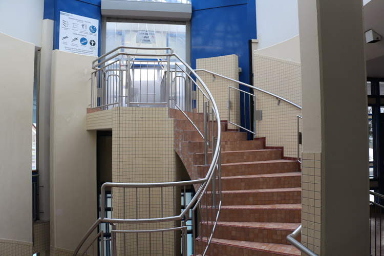 treppe mit rutsche holztreppen selber bauen anleitung mit treppen selbst renovieren machen und. Black Bedroom Furniture Sets. Home Design Ideas